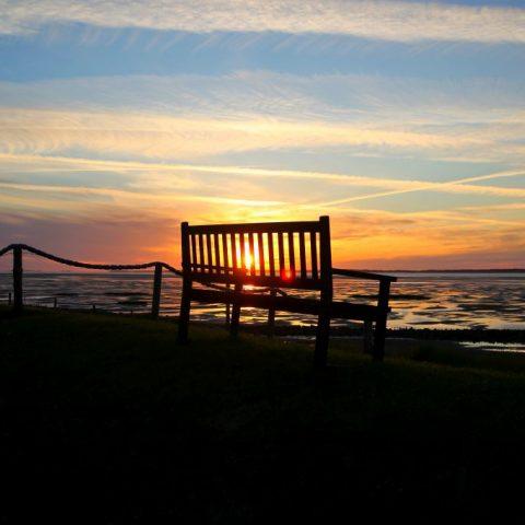 Meine Bank im Sonnenuntergang zwischen Föhr und Sylt